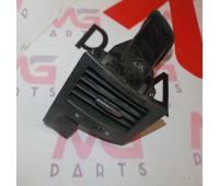 воздуховод (дефлектор) центральный правая сторона Lexus LX 570 (55692-60110)